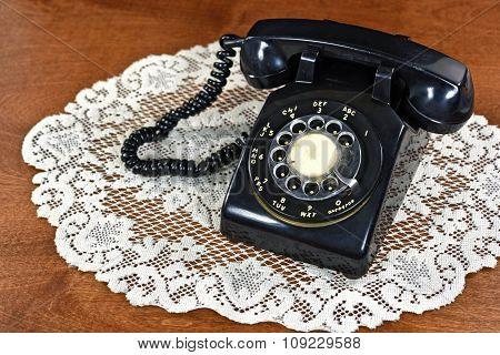 retro black rotary dial phone
