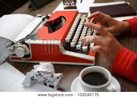 Old typewriter, human hands, ready for jounalist action