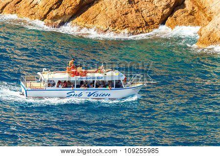 Tossa de Mar.  Boat trip on the boat.