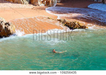 Tossa de Mar. Bathing in the sea of women.