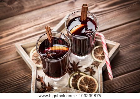 Mulled wine with cinnamon sticks and orange