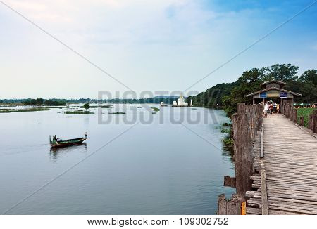 MANDALAY, MYANMAR - October 9, 2013: Ferryman And The Tourist On The Taungthaman Lake