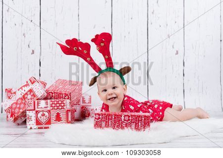 Little X-mas Reindeer With Gifts