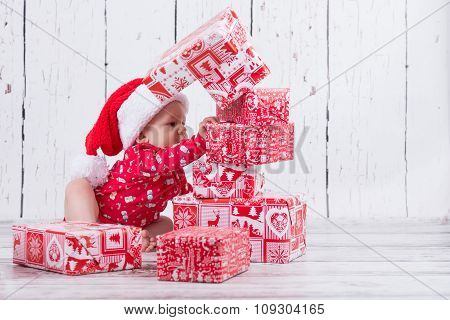 Little X-mas Baby With Gift Tower