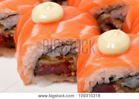 Uramaki salmon roll with scallop.
