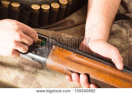 Hunter Load Ammo In The Gun