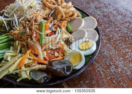 Green Papaya Salad (som Tum) With Pickled Crab