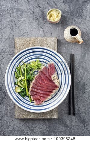 Tuna Tataki with Wakame and Lettuce