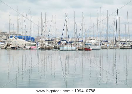 The image of sailboats in a Bar bay