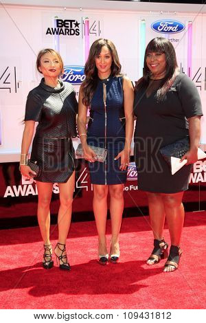 LOS ANGELES - JUN 29:  Jeannie Mai, Tamera Mowry-Housley, Loni Love at the 2014 BET Awards - Arrivals at the Nokia Theater at LA Live on June 29, 2014 in Los Angeles, CA
