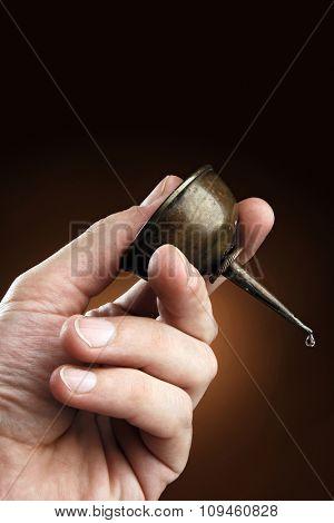 hand holding oiler