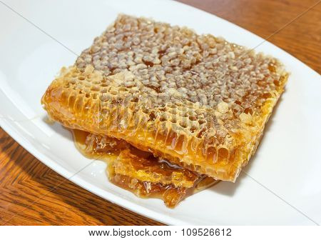 Honeycomb In White Plate