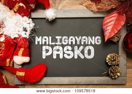 Blackboard with the text: Merry Christmas (in Tagalo)