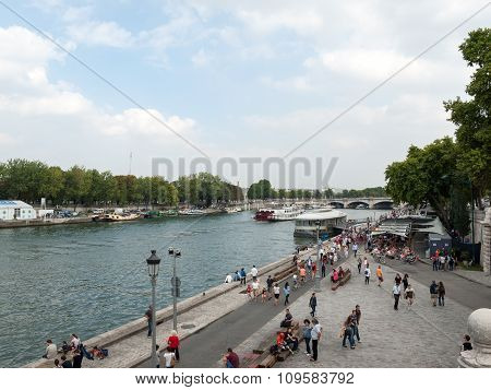 PARIS, FRANCE - SEPTEMBER 7 2014: People are enjoying their free time on the banks of river Seine in Paris France.