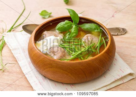 Vegetarian soup with wholegrain tortellini and spinach