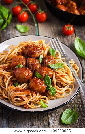Spaghetty Pasta  With Meatballs And Tomato Sauce