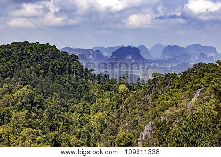 a mountain range in Thailand's southern provinces