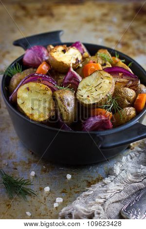 Roasted Potatoes With  Onions, Carrot And Garlic