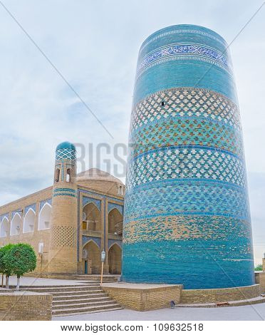 The Huge Minaret