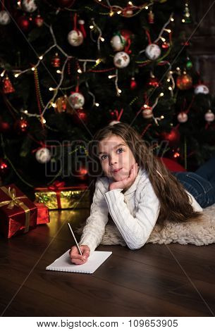 Girl Writes Letter To Santa
