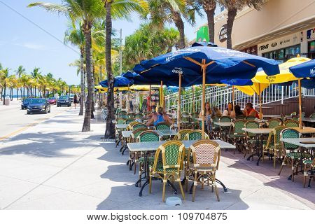 FORT LAUDERDALE,USA - AUGUST 11,2015 : Outdoor cafe at Fort Lauderdale in Florida on a sunny summer day