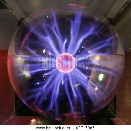Plasma Ball Lamp With Small Lighntings