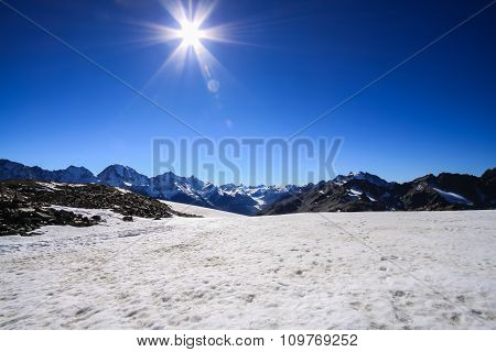 Snow hill with mountain and Sun on glacier helicopter - Fox Glacier, New Zealand