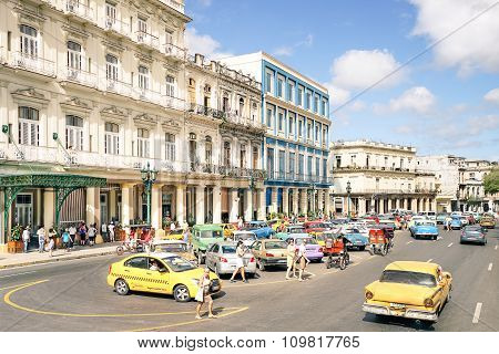 Havana, Cuba - November 17, 2015: Everyday Life With Tourists And Local People