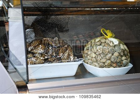 Seafood in cafe display cabinet.