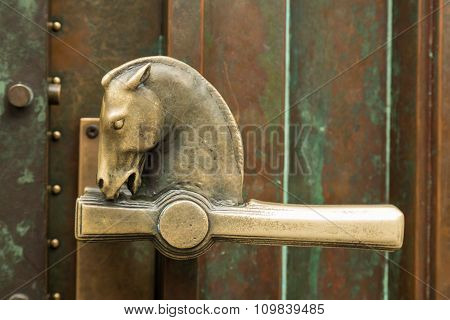 horse head door handle