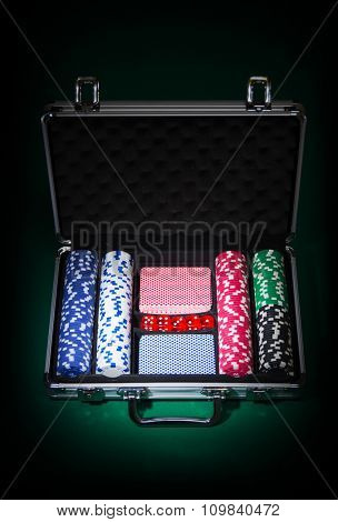 Poker set in metallic case