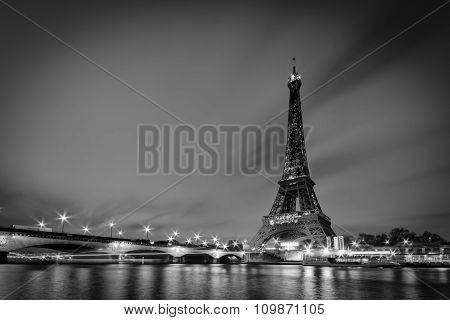 Eiffel Tower without her national mourning sign lighting.