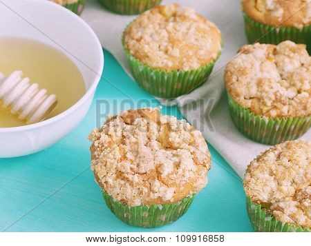 Apple muffins with streusel crumb topping