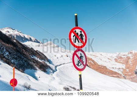 Danger sings on winter skiing resort