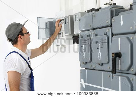 An electrician checks the status of the counter.