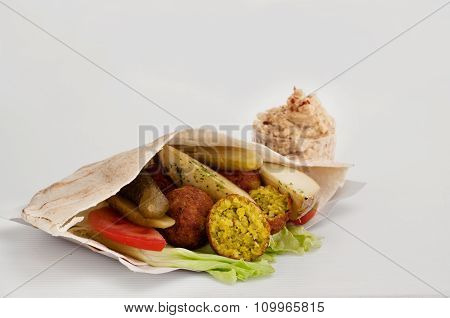 Falafel With Vegetables In Pita Bread And Sauce