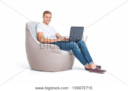 Concept for frameless cushioned furniture