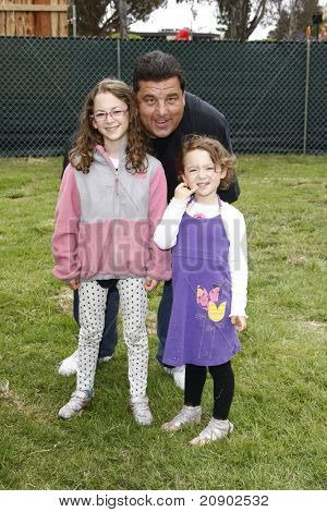 LOS ANGELES - JUN 12:  Steven R Schirripa with his nieces arriving at the 22nd Annual 'Time for Heroes' Celebrity Picnic at Wadsworth Theater on June 12, 2011 in Westwood, CA