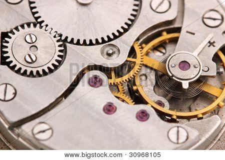 Primer plano de mecanismo de reloj