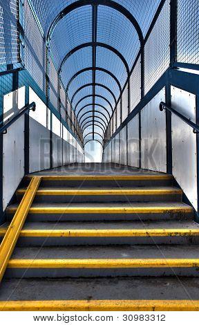 Passarela viaduto pedonal de escadas