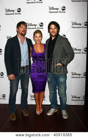 LOS ANGELES - Today: Zachary Knighton, Elisha Cuthbert, Adam Pally beachtet die ABC TCA Winter 2013