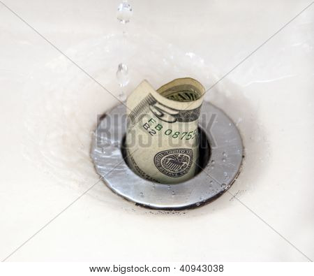 Dinheiro pelo ralo