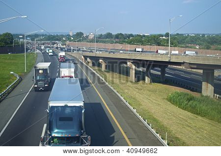 Tractor Trailers NJ Turnpike