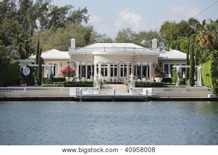 Luxurious waterfront property