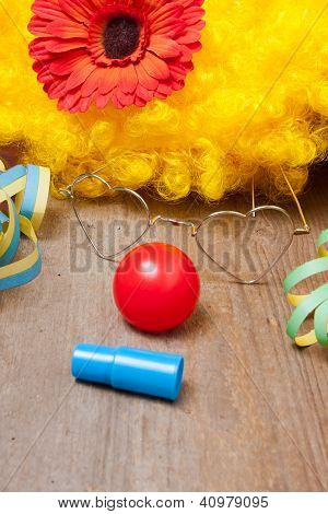 Clownskost�m Auf Einem Holzbrett