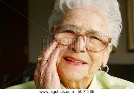 Mulher sorridente sênior
