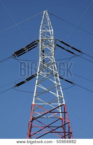 White-red electricity mast