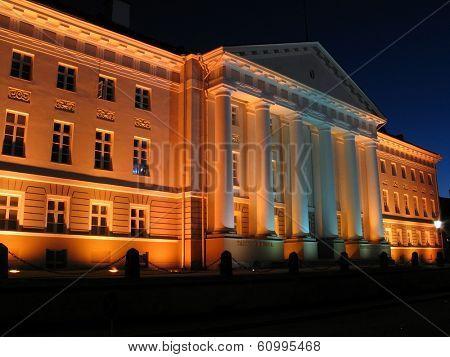 university of tartu at night