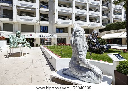 Love, Sculpture, Exposition In Cannes