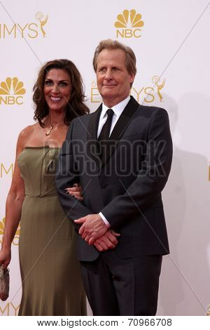 vLOS ANGELES - AUG 25:  Jeff Daniels at the 2014 Primetime Emmy Awards - Arrivals at Nokia at LA Live on August 25, 2014 in Los Angeles, CA